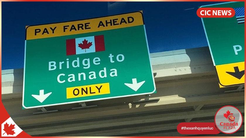 Canada gia hạn việc hạn chế đi lại đến Halloween