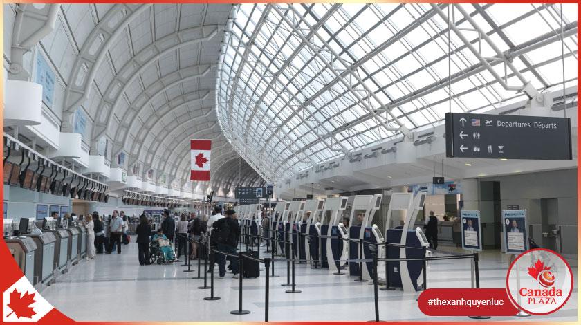 Xét nghiệm tại chỗ Covid-19 được thực hiện tại sân bay Ontario