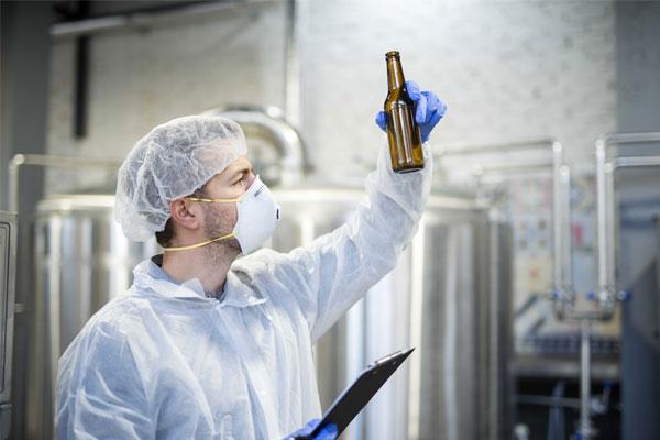 Công nhân nhà máy bia