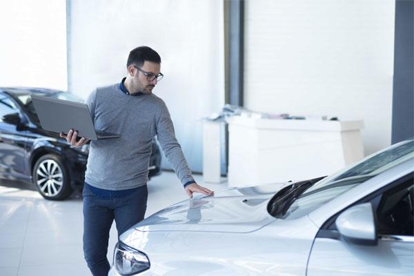 Đại diện bán hàng xe hơi